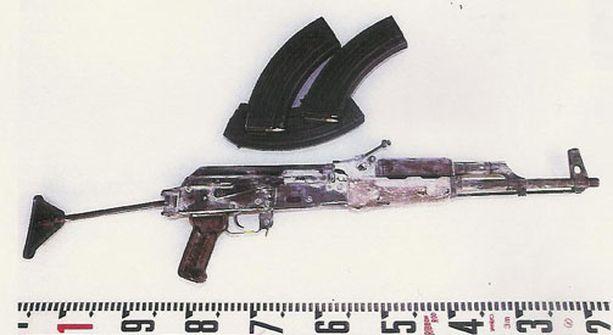 Tuomituilla oli rynnäkkökivääri.