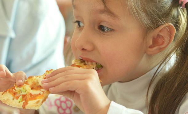 Amerikkalaislasten pitsansyönti on vähentynyt, mutta pitsalla herkutellaan yhä aivan liikaa, kiteyttävät tutkijat. Kuvituskuva.