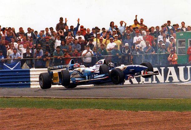 Michael Schumacher ja Damon Hill kolistelivat kaudella 1995 useamman kerran.