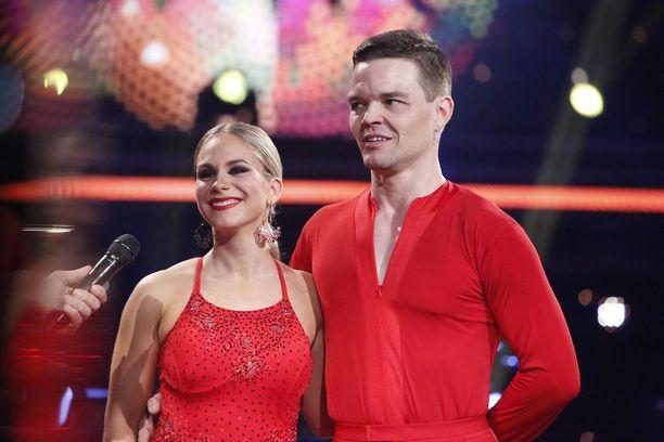 Eevi Teittisen ja Jani Rasimuksen tango ei saanut katsojilta tarpeeksi ääniä jatkoon pääsemiseksi.