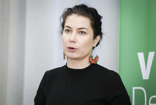 Emma Kari (vihr) kertoi Twitterissä, että hallituksen iltakoulussa on käsitelty Kreikan leireillä olevien lasten auttamista.