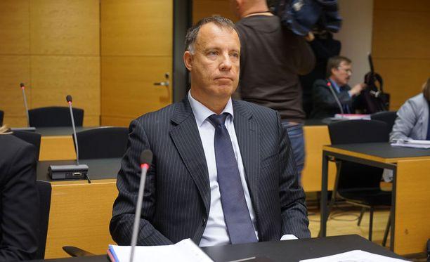 Kari Uoti toimii Esa Laihon avustajana oikeudenkäynneissä.