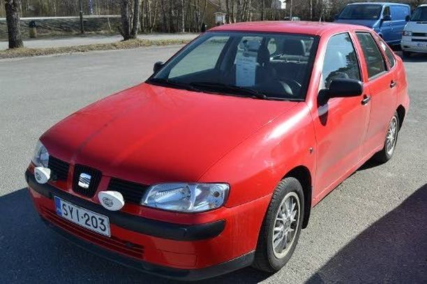 Vähän eli 116 000 kilometriä ajettu Seat Cordoba Stella 1,4 löytyy 1900 eurolla. Autossa on vetokoukku, kahdet renkaat ja huoltokirja. Myyjä Pörhön Autoliike Kokkolassa.