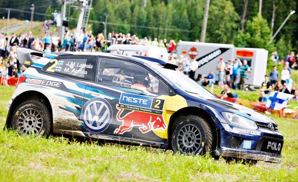 Jari-Matti Latvala johtaa Jyväskylän MM-rallia.