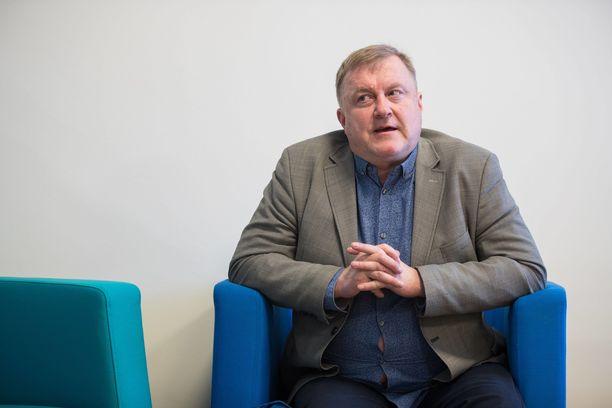 Kansallisoopperan johtajan Aivar Mäen väitetään alistaneen etenkin naisalaisiaan.