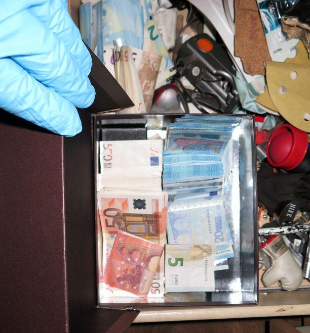 Keskusrikospoliisilla on takavarikossa yhteensä noin 275 000 euroa.