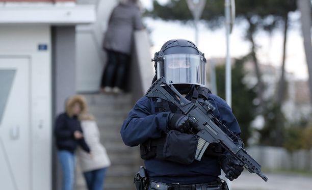 Hyökkääjä surmasi kolme ihmistä Etelä-Ranskassa perjantaina.