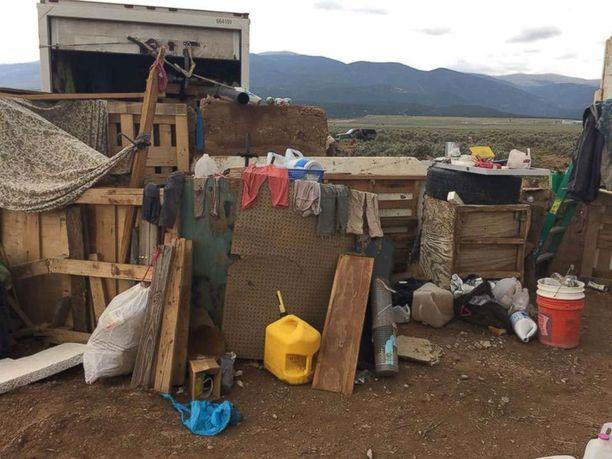 Lapset olivat poliisin mukaan likaisia ja nälkäisiä.