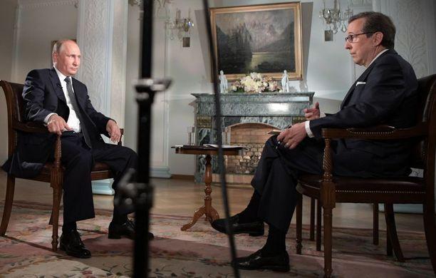Putin Chris Wallacen haastattelussa Helsingissä maanantaina.