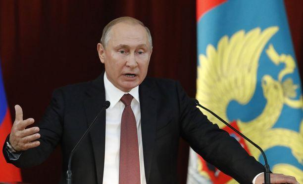 Vladimir putin puhui suurlähettiläille ja kansainvälisten organisaatioiden pysyville jäsenille torstaina Moskovassa.