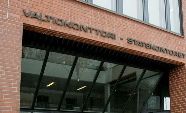 Arkistokuva. Valtiokonttorin maksuliikennepäällikkö Keijo Kettusen mielestä ministeriöt ovat toimineet oikein, mutta kyseenalaistaa nuuskan ostamisen valtion maksuaikakortilla.