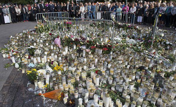 Turun iskussa kuoli kaksi ja haavoittui kahdeksan ihmistä.