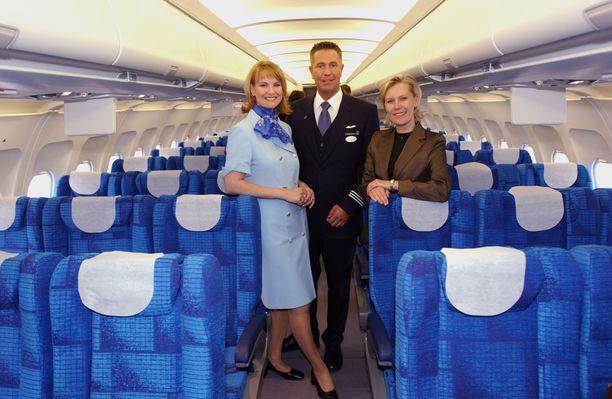 Vuonna 2002 Nina Björnström esitteli Finnairin uusia työasuja. Lentoemännän ammatista luopuminen oli hänelle rankka paikka.