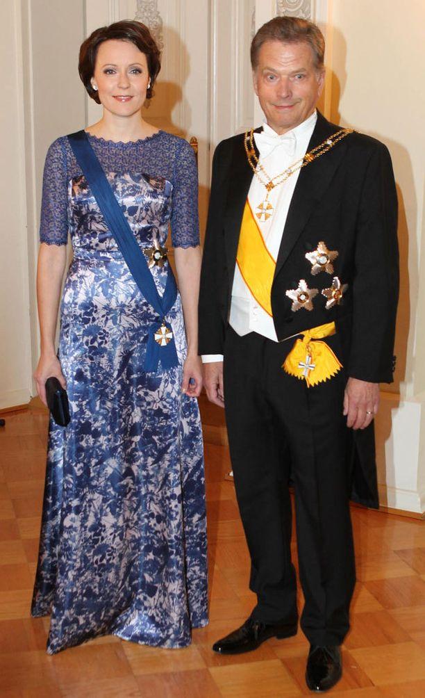 Vuonna 2012 rouva Haukio luotti puvussaan Paola Suhosen suunnitteluun.