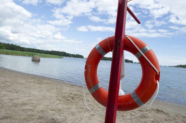Kesähelteiden saapuessa on syytä päivittää tiedot siitä, miten uimarannalla ollaan turvallisesti.