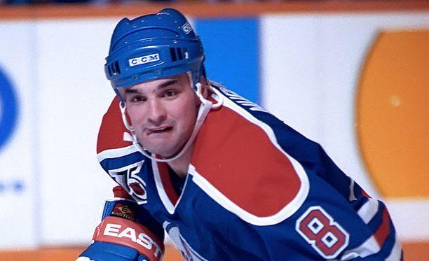 Joe Murphy voitti Edmonton Oilersissa Stanley Cupin keväällä 1990.
