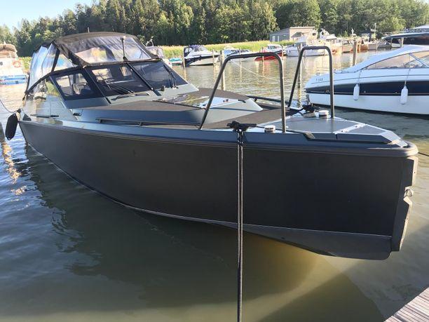 Tällainen on Jethron uusi vene.