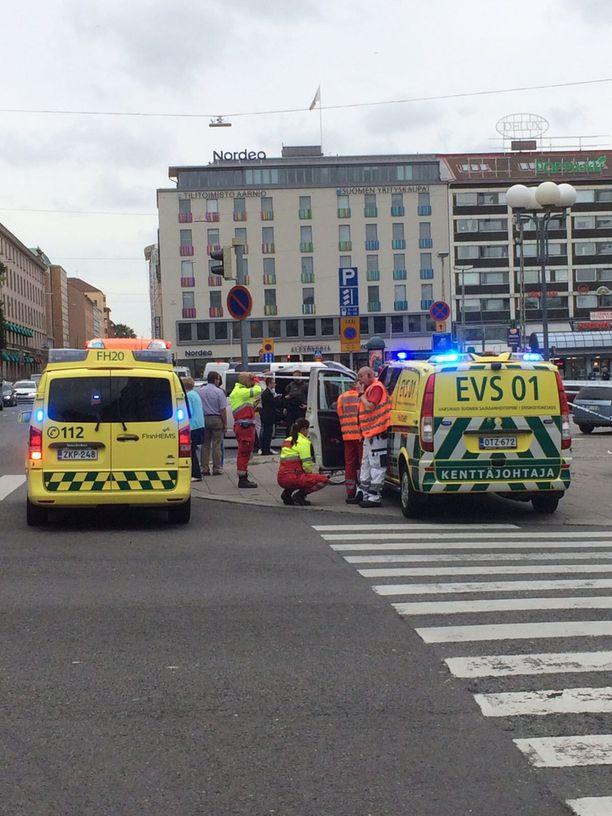 Turun keskustassa on useita ambulansseja.