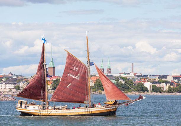 Vuonna 2013 suuret purjelaivat kävivät Helsingissä. Kuvassa suomalaisalus Valborg.
