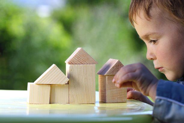 Rakenteluleikit hyödyttävät monen ikäisiä lapsia.