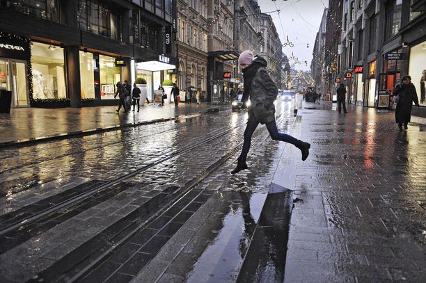 Sade saapuu aattona Suomeen.