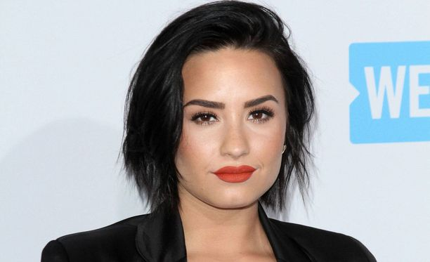 Demi Lovato on hakeutunut vieroitushoitoon hengenvaarallisen yliannostuksen jälkeen. Laulaja on kamppaillut ennenkin päihdeongelman kanssa.
