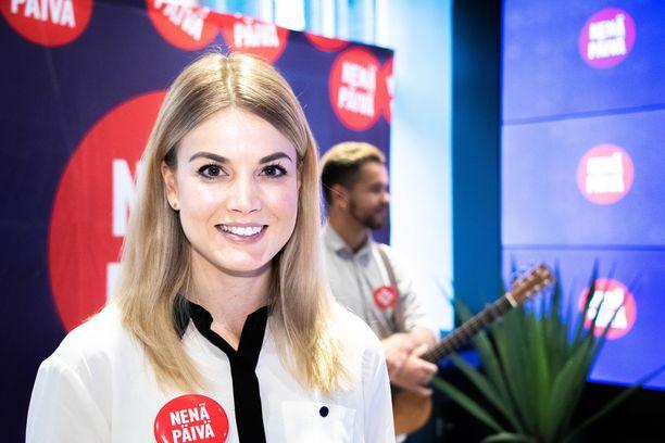 Janni Hussi tunnetaan myös Radio Suomipopin juontajana.