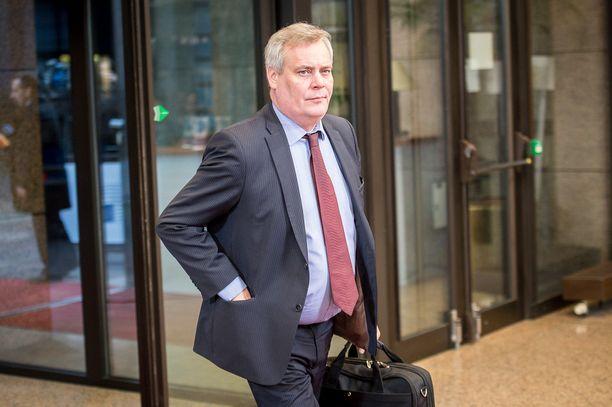 Hallitusneuvottelija Antti Rinne oli AY-johtajana keskeinen hahmo Levin hissijupakassa. Hän todistaa hovissa tänään.
