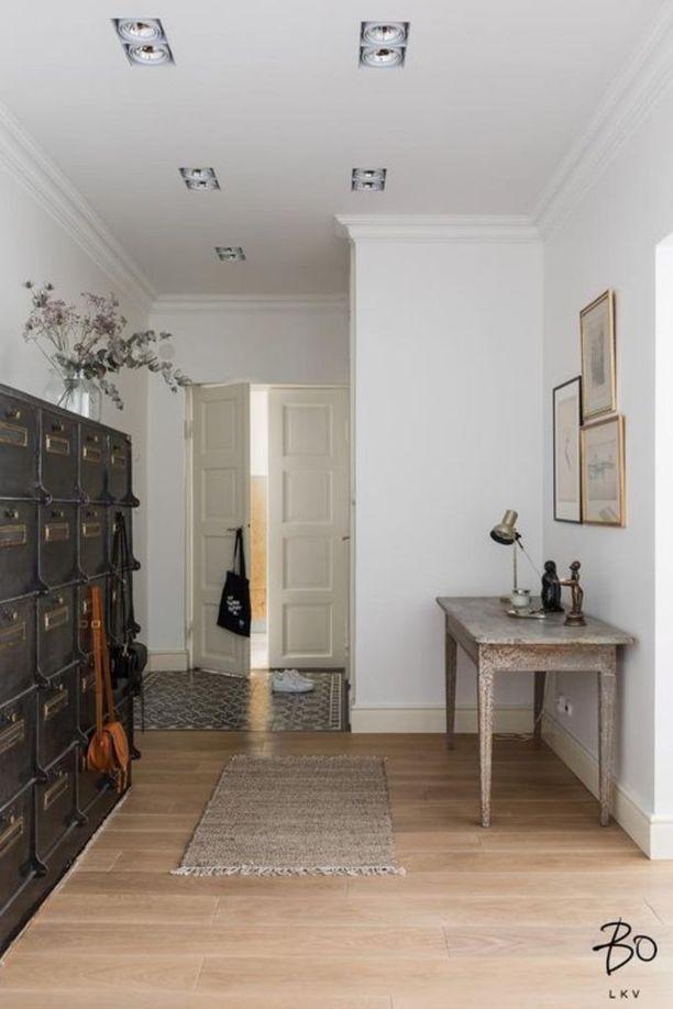 Vanhanajan arkistointikaappi tuo särmää morderniin kotiin. Lisäksi sen lukuisiin lokeroihin mahtuu kaikenlaista säilytettävää.