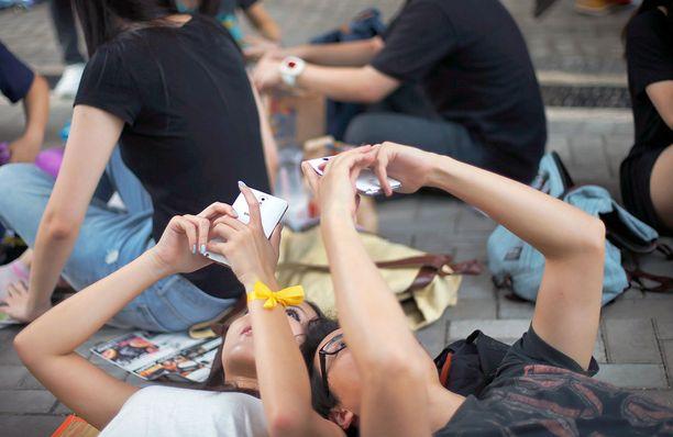 Hongkongilaiset mielenosoittajat viestittelevät vertaisverkkosovelluksella, joka ei tarvitse nettiä tai puhelinverkkoa.