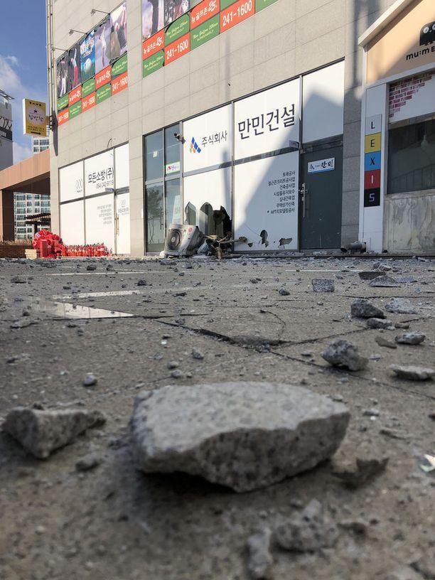 119 rakennusta vaurioitui sunnuntain maanjäristyksessä talviolympiakisojen isäntämaassa. Maanjäristyksen keskipiste oli yli 100 kilometrin päässä kisapaikkakunnalta, mutta tärinä tuntui Pyeongchangissa.