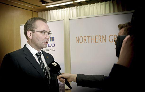 Puolustusministeri Jussi Niinistö (sin) toteaa EU:n puolustusyhteistyöstä, että suurin osa EU-maista pitää puolustusratkaisunaan Natoa.