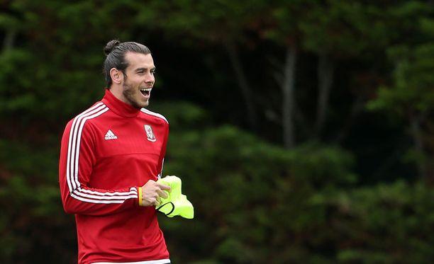 """Gareth Bale on Walesin tähtipelaaja ja samalla porukan """"lapsellisimpia kavereita""""."""