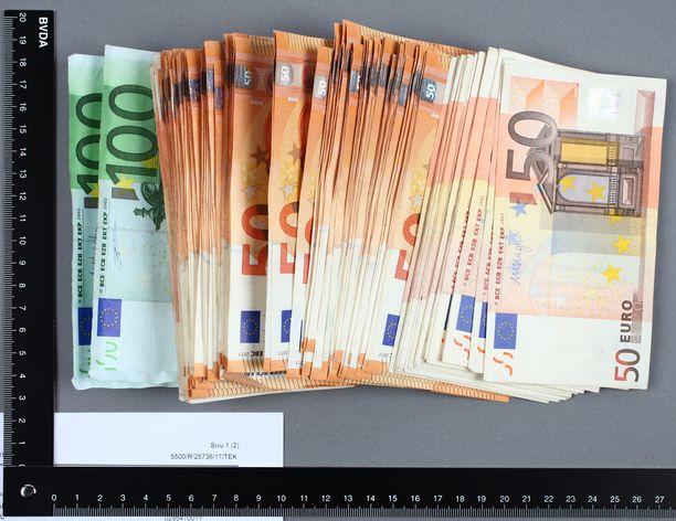 Takavarikoitua rahaa oli yhteensä kymmeniä tuhansia euroja.