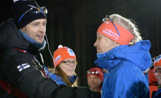 Jarkko Siltakorpi ja Kaisa Mäkäräinen ovat kihloissa. He asuvat rivitaloasunnossa Joensuussa.