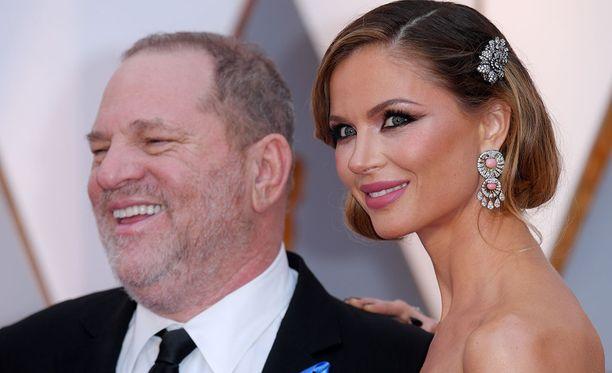 Harvey Weinsteinin vaimo Georgina Chapman, 41, on jättänyt tuottajamiehensä ahdistelusyytösten jälkeen.