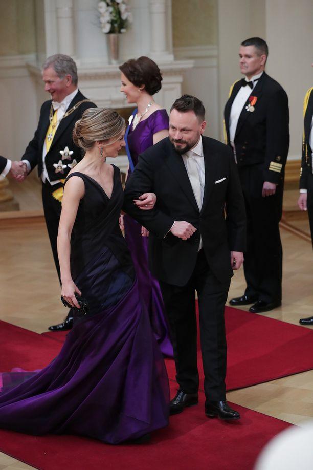 Saija Rantalan puku oli Katri Niskasen käsialaa.