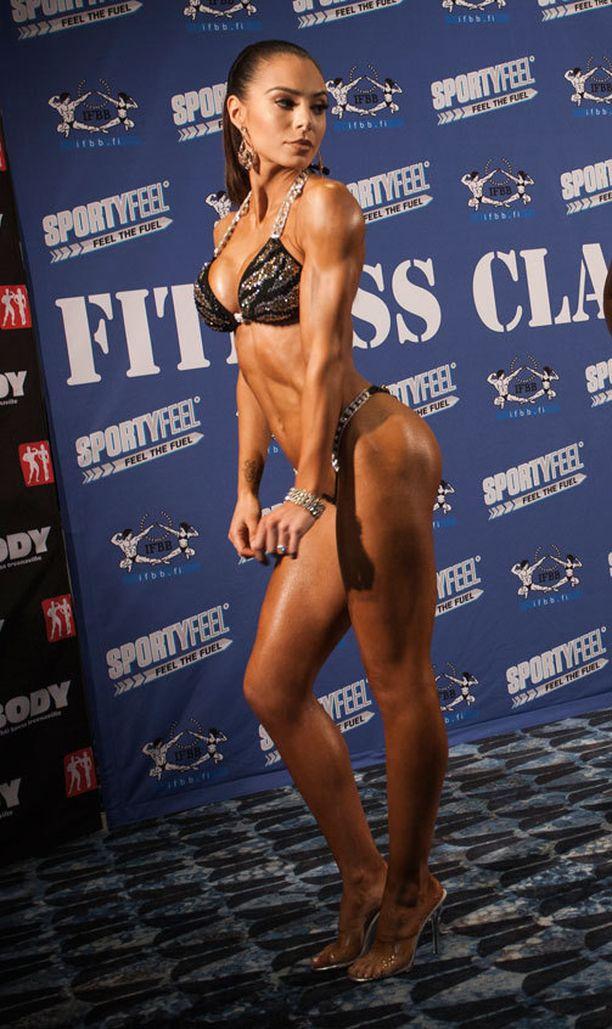 Sofia Ruusila nousee viikonloppuna lavalle bikini fitness -kisoissa Kulttuuritalolla Helsingissä.