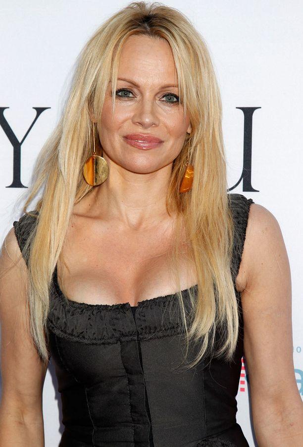 Pamela Anderson ei ole huolissaan ikääntymisestä. - Se on mitä se on. Ja sitä paitsi tunnen, että nuorrun koko ajana, Anderson kommentoi haastattelussa.