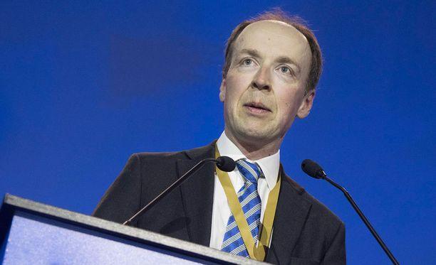 Jussi Halla-aho sanoo kannattavansa maakuntien itsehallintoa.