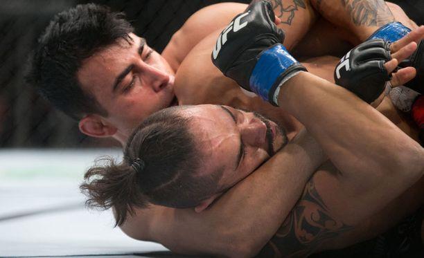 Makwan Amirkhani voitti eilisen ottelunsa Masio Fullenia vastaan.