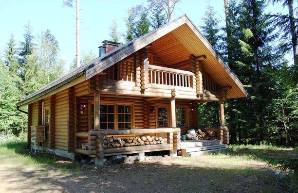 Vetelissä sijaitsevan mökin pyyntihinta on 98 000 euroa. Mökissä on tupa, keittiö, pesuhuone, sauna ja yläkerta makuuhuoneineen. Lähellä on yleinen uimaranta.