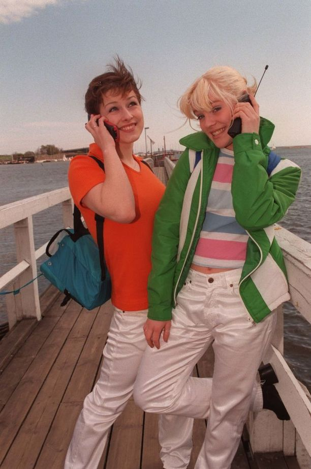 Erin Koivisto ja Jonna Kosonen Naikkareiden alkuaikoina vuonna 1996.