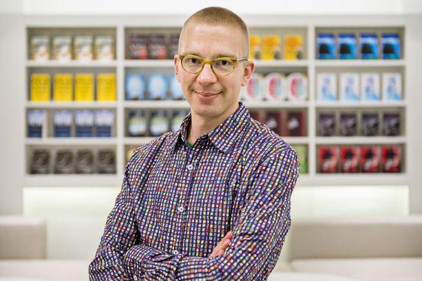 Kirjailija Karo Hämäläinen on kirjoittanut urallaan niin dekkareita, nuortenkirjoja, lastenkirjoja kuin tietokirjojakin.
