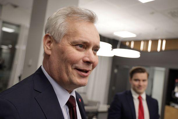 SDP:n puheenjohtaja Antti Rinne johtaa hallitusneuvotteluja.