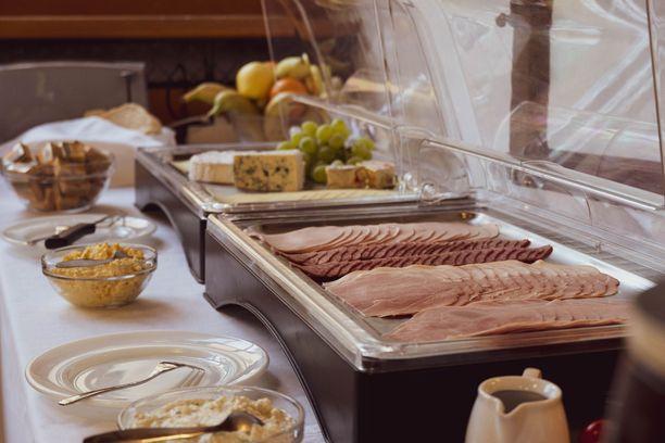 Ilmainen aamiainen on suomalaisvastaajien mielestä hotellin tärkein palvelu.