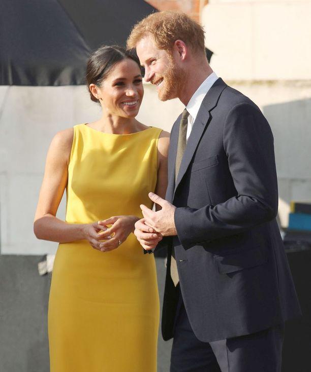 Herttuatar Meghan Markle ja prinssi Harry edustustehtävissä 5. heinäkuuta Marlborough Housen kartanolla Westminsterissä Lontoossa.