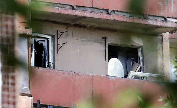 Ammuskelua edelsi silminnäkijän mukaan useita räjähdyksiä.