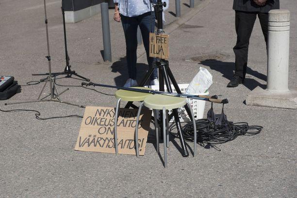 Janitskinin kannattajat uskovat toimivansa sananvapauden puolesta. Tuomioistuimen mukaan kirjoituksilla ei ollut mitään tekemistä sen kanssa.