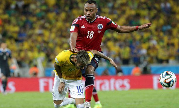 Juan Zúñiga niittasi polvellaan Neymarin telakalle MM-puolivälierässä.